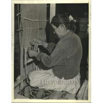 1937 Press Photo Navajo Native American woman at her loom in Gallup, New Mexico.