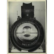 1940 Press Photo A front view of a 28 inch camera - mjc36439