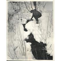 1965 Press Photo William LA Rock, Jr. at a Menominee county spring - mjc37583