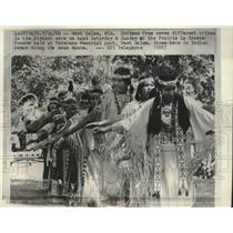 1966 Press Photo Indian Women perform swan dance at the Prairie La Crosse Powwow