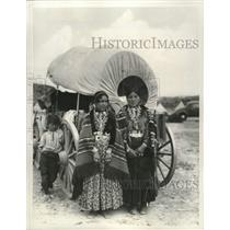 1966 Press Photo Two Navajo women in ceremonial costumes in Gallup, New Mexico