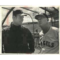 1969 Press Photo Rick Reichardt & his manager Bill Rigney at White Sox stadium.