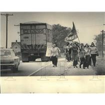 1971 Press Photo Menominee Indians March En Route to Madison to Protest