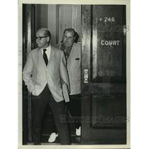 1973 Press Photo Ruben Kohn, lawyer and James A Ryan II leave courtroom