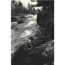 1978 Press Photo A Menominee on the Wolf River, Big Smokey Falls - mjc37760