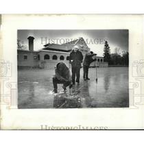 1980 Press Photo Park staff checks ice depth, Washington Park lake, Albany, NY