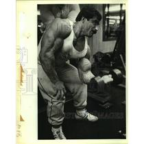 1983 Press Photo Bodybuilder Ali Malla Uses Dumbbell at Olympic Fitness Center