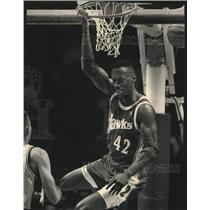 1993 Press Photo Hawks basketball's Kevin Willis during game vs. Milwaukee Bucks