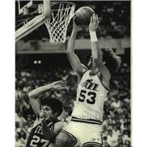 1977 Press Photo New Orleans Jazz basketball player Rich Kelley vs. Boston