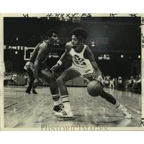 1977 Press Photo New Orleans Jazz basketball player Aaron James - nos17108
