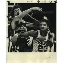 1978 Press Photo New Orleans Jazz basketball player Aaron James vs. Bullets