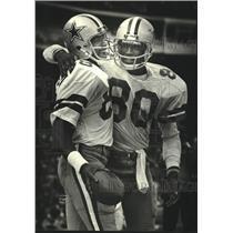 1980 Press Photo Dallas football's Drew Pearson, Tony Hill celebrate touchdown