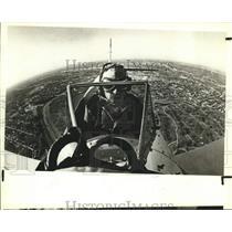 1984 Press Photo Pilot John Bowman in plane over San Antonio for Fundraiser