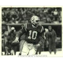 1988 Press Photo Indianapolis Colts Football Player Jack Trudeau Looks to Pass