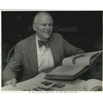 1993 Press Photo Tulane librarian Philip Leinbach look over German books