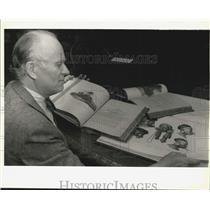 1993 Press Photo Tulane librarian Philip Leinbach looks over books - nob80395