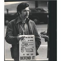1973 Press Photo George Troy Defends Right to Strike - RRW37853