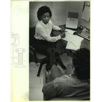 1987 Press Photo Florence Glover at Bexar County Juvenile Detention Center