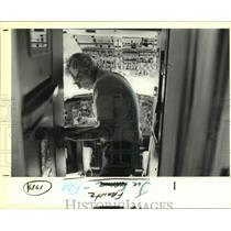 1989 Press Photo Joe Frantz of the Federal Aviation Administration in Plane