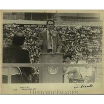 1979 Press Photo Dallas Cowboy Football Player Speaks to Crowd as Others Watch