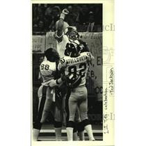1984 Press Photo Pittsburgh Steelers football players celebrate a touchdown