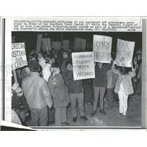 1970 Press Photo Protesters Decry Ku Klax Klan - RRY01595
