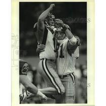 1989 Press Photo Los Angeles Rams football players Mike Lansford, Pete Holohan