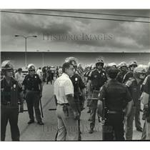 1980 Press Photo Montgomery Mayor Emory Folmar and Large Group of Police