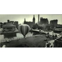 1983 Press Photo Hot Air Balloon floating in the air, Rainbow Summer Event, WI