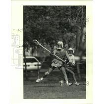 1989 Press Photo John Aron at practice for Memorial High School lacrosse team.