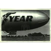 1990 Press Photo The Goodyear airship 'Enterprize' is attended to by crew in NY