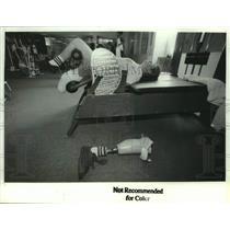 1992 Press Photo John Milks works out in New York gym - tua35316