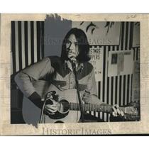 1872 Press Photo Stephen Michael May, Smokey, playing the guitar - noo44639