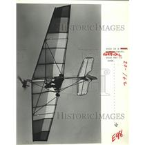 1981 Press Photo Charlie Smith flies weedhopper airplane over Port Arthur, Texas