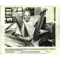 1984 Press Photo Art Fritzen with 8-blade propeller he made for movie industry