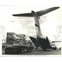 1966 Press Photo Saigon-Air Force unloads C141 Starlifter at Tan Son Nhut Base