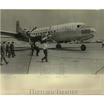 1969 Press Photo Officials inspect U.S. Navy plane 689 after Hurricane Camille