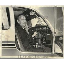 1969 Press Photo Lane Meltzer at controls of his twin-engine plane - noo45339