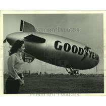 1982 Press Photo The Goodyear Blimp Americalanding, Alabama - amra05286