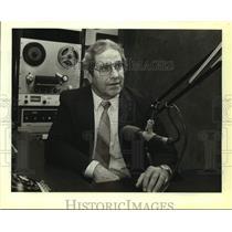 1983 Press Photo Stan McKenzie, radio broadcaster on KWED-Seguin. - sap14169