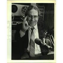 1983 Press Photo Stan McKenzie, radio broadcaster on KWED-Seguin. - sap13702