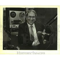 1983 Press Photo Stan McKenzie, radio broadcaster on KWED-Seguin. - sap14168