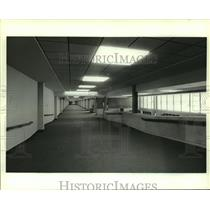 1986 Press Photo Concourse in Airport, Mobile, Alabama - amra06310