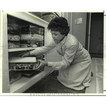1986 Press Photo Seamstress Beverly Baker Organizes Sewing Supplies, Houston