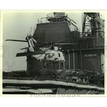 1987 Press Photo Helicopter lands on USS Mobile Bay in Alabama - amra05319