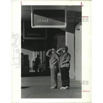 1987 Press Photo Two women at Stapleton International Airport, Denver, Colorado