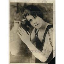 1918 Press Photo Lady Chesham, wife of Lord Chesham in United Kindom - nex08902