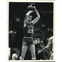 1980 Press Photo #25 Tom LaGarde of Dallas Mavericks in action vs Cleveland