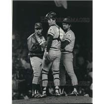 1982 Press Photo KC Royals Manager Dick Howser, John Wathan & George Brett