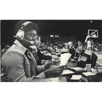1975 Press Photo Oscar Robertson made his Arena broadcasting debut at Milwaukee.